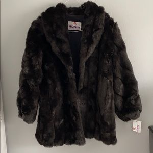 Monterey Fashions faux fur coat / Seize:10P